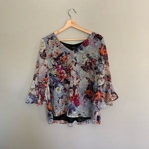 Romantic floral blouse with bell sleeves 🌹